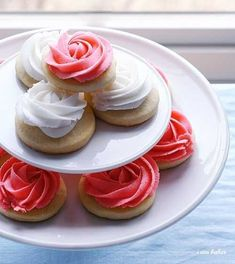 Rose cookies | 14 Delicious And Charming Reasons To Throw A Kentucky Derby Party