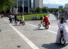 ¡Personajes de cuento en bicicleta!