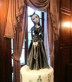 Inspired by writer and artist Edward Gorey and created for a Gothic Halloween wedding, this cake's macabre sugar doll sports a dress made of out of marshmallow fabric and holds a menacing edible noose.
