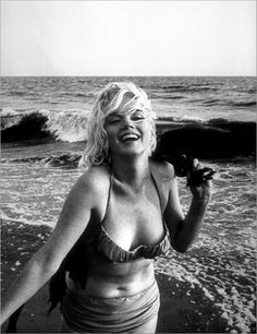 #blonde #jokes (yes, that's Marilyn Monroe) Why was the blonde excited when he finished the jigsaw puzzle in 6 months? Because the box said 4-6 years! - See more at: http://mirthinablog.com/2014/09/22/blonde-jokes/#sthash.zWIEzAYx.dpuf Groan! marilyn monroe, plus size, real women, santa monica, at the beach, beauti, norma jean, photo shoots, marilynmonro