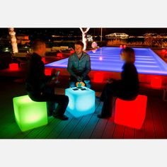 Waterproof Cube light - Wireless, rechargeable and energy-efficient.
