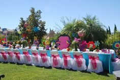 What a beautiful Alice in Wonderland Tea Party table! #aliceinwonderland #teaparty