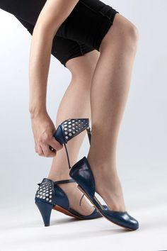 Convertible heel shoes