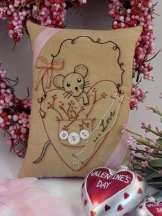 Valentine embroidery Mouse Heart PDF Pattern - love primitive stitchery pillow pinkeep tag pin cushion tuck