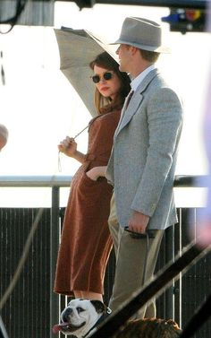 Ryan Gosling and Emma Stone. I adore their outfits! So cute.