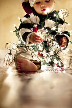 Christmas Baby ¸.•♥•.  www.pinterest.com/WhoLoves/Christmas  ¸.•♥•.¸¸¸ツ #Christmas