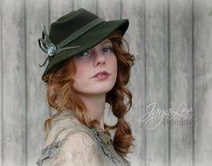 Green Fedora Tilt Hat by Jaya Lee.  1930's - 1940's Vintage Fashion