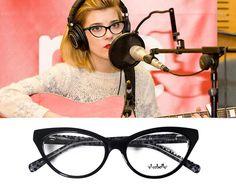 Virginia Labuat con gafas cat eye de El Caballo by Opticalia