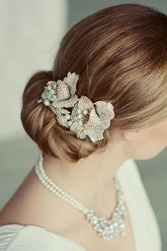 A vintage-inspired crystal comb and 49 more unique wedding hair accessories from Etsy.