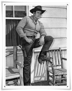 Clint Walker as Cheyenne Bodie in Cheyenne