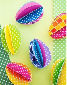 3D Easter Eggs, diy Easter eggs, Easter paper crafts, Easter table decor #Easter #Day #egg #decor #craft #ideas www.loveitsomuch.com
