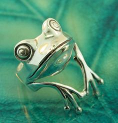 Silver Tree Frog Ring by martymagic on Etsy, $155.00