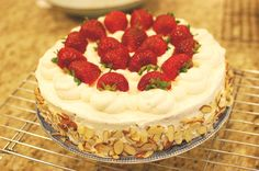 Chinese Birthday Cake recipe - I can finally reproduce the whipped cream/fresh fruit sponge cake from the Asian bakery at home! Strawberry Cakes, Strawberri Cake, Celebration Cakes, Fruit Cakes, Asian Fruit Sponge Cake Recipe, Chinese Fruit Cake Recipe, Chinese Birthday Cake Recipe, Cake Recipes, Birthday Cakes