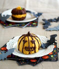 Halloween Whoopie Pies - they're vegan!!
