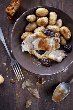 Côte porc à la vapeur de cidre, sauce au pain d'épices et pommes de terre rôties au four