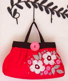 Just stunning free embroidery pattern and free bag sewing pattern = gorgeous Embroidered Handbag :: www.finecraftguild.com
