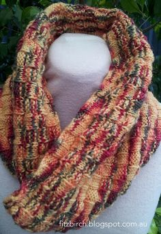 Basket weave knitted cowl. Free pattern from Fitzbirch Crafts