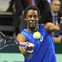 Monfils Stuns French Open Crowd with Incredible Dance Moves