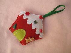http://artesanato.blog.br/enfeite-de-natal-em-feltro-passo-a-passo/