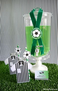 Brazil World Cup: Soccer / Football Inspired Party Drinks Station by Bird's Party  #football #worldcup #soccer #party #festa #festas #copa #futebol #drinks #green