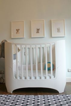 We love this modern crib paired with this beautiful Y-inspired rug! #nursery #modern