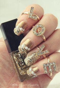 Sparkling Gold Nails