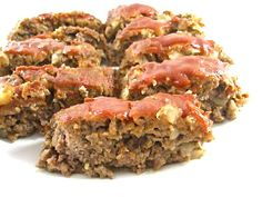 Dinner tonight, Skinny Meatloaf! Simple to make and oh so good. If you haven't tried it yet, It's low in calories, super moist and has a divinely rich sweet ketchup glaze. The skinny for 1 serving, 214 calories, 5 grams of fat and 5 Weight Watchers POINTS PLUS.  http://www.skinnykitchen.com/recipes/skinny-meatloaf-2/