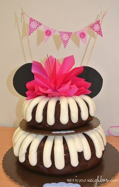 tell it to your neighbor!: Minnie Mouse Cake, how to convert a store bought cake