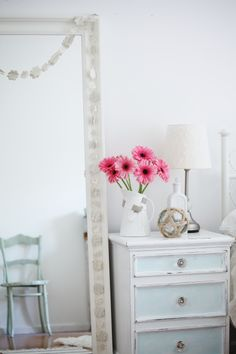 Brocante slaapkamer on pinterest bedrooms shabby chic bedrooms and for Slaapkamer deco