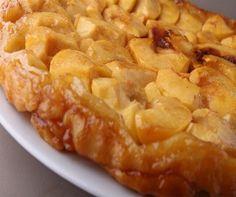Tarta Tatín de manzana: Hoy prepararemos una de las recetas clásicas de la alta repostería, la tarta tatin, la suave combinación de una fina masa de hojaldre con manzanas caramelizadas, ¿quién puede resistirse a esta dulce tentación? http://www.chefplus.es/buscar/tarta/category