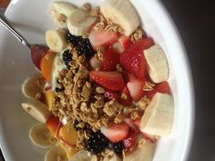 Enjoy mixed fruit and organic honey in this brilliantly healthy breakfast #food #breakfast For guide + advice on healthy lifestyle, visit www.thatdiary.com