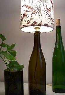 Abajur com garrafas de vidro