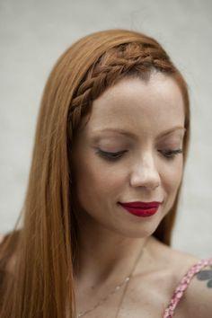 A apresentadora e blogueira Julia Petit é inspiração fashion da internet à TV. E é por isso que, quando a vi fazendo a trança abaixo, logo quis trazê-la aqui para o blog como referência de penteado fácil e versátil.