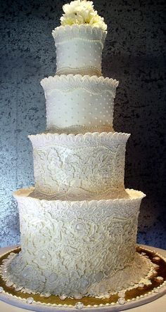 lace tiered wedding cake