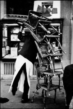 Henri Cartier-Bresson  Paris, Café Flore, 1959.