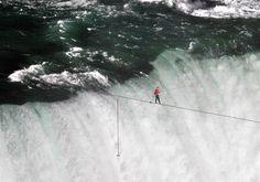 Nik Wallenda completes tightrope walk across Niagara Falls - PhotoBlog