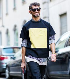 No.21 graphic top at Milan Fashion Week // Photo: The Styleograph #MFW #streetstyle