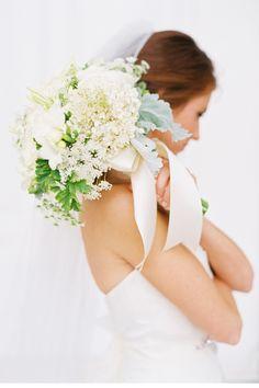 Beautiful white bridal bouquet #wedding #flowers