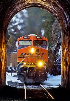 RailPictures.Net Photo: BNSF 5898 BNSF Railway GE ES44AC at Cyr, Montana by Steven M. Welch