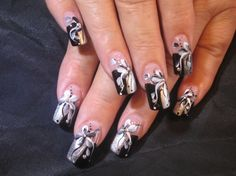 Manicure with flowers in black and gray