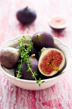 """Click through for the gorgeous food photography of Anna Verdina. Page is in Russian, but has photos of and translatable recipes for: """"Tart with fig and raspberry jam and brandy; Figs in vanilla syrup; Tartlets with figs; Squares with hazelnuts and figs; and Salad with figs."""""""