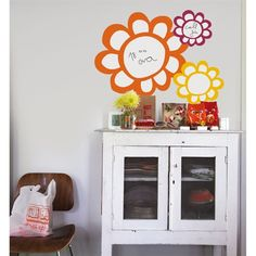 Instead of a plain old message board, I'll use these Raffi Flowers Dry Erase Wall Stickers for all the messages my friends will write to me.  #DreamDormRoom #GarnetHill #LillyPulitzer