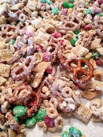 A Daily Dose of Davis: Delicious, EASY Holiday Snack Mix That's Perfect for Giving