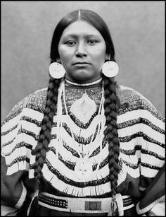 Walla Walla woman Estelle Speel-ye. - Glass Negatives of Indians (Collected by the Bureau of American Ethnology) 1850s-1930s. National Anthropological Archives, Smithsonian Institution.