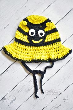 Free Crochet Pattern for a Bumblebee Sun Hat in All Sizes, from newborn to adult!