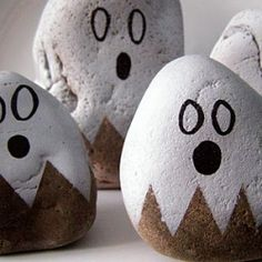 A quick and ghostly Halloween decorating idea.