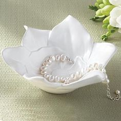 Good gift idea for my mother in law, who loves magnolias.