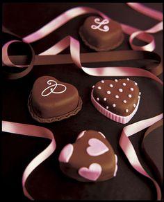 Beautiful mini heart cakes (Peggy Porschen).