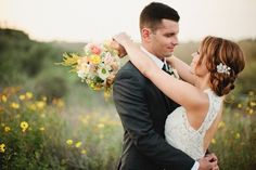 gorgeous country/ outdoor wedding photo shoot (ideas, colors)