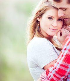 Wedding/engagement photo idea ♥